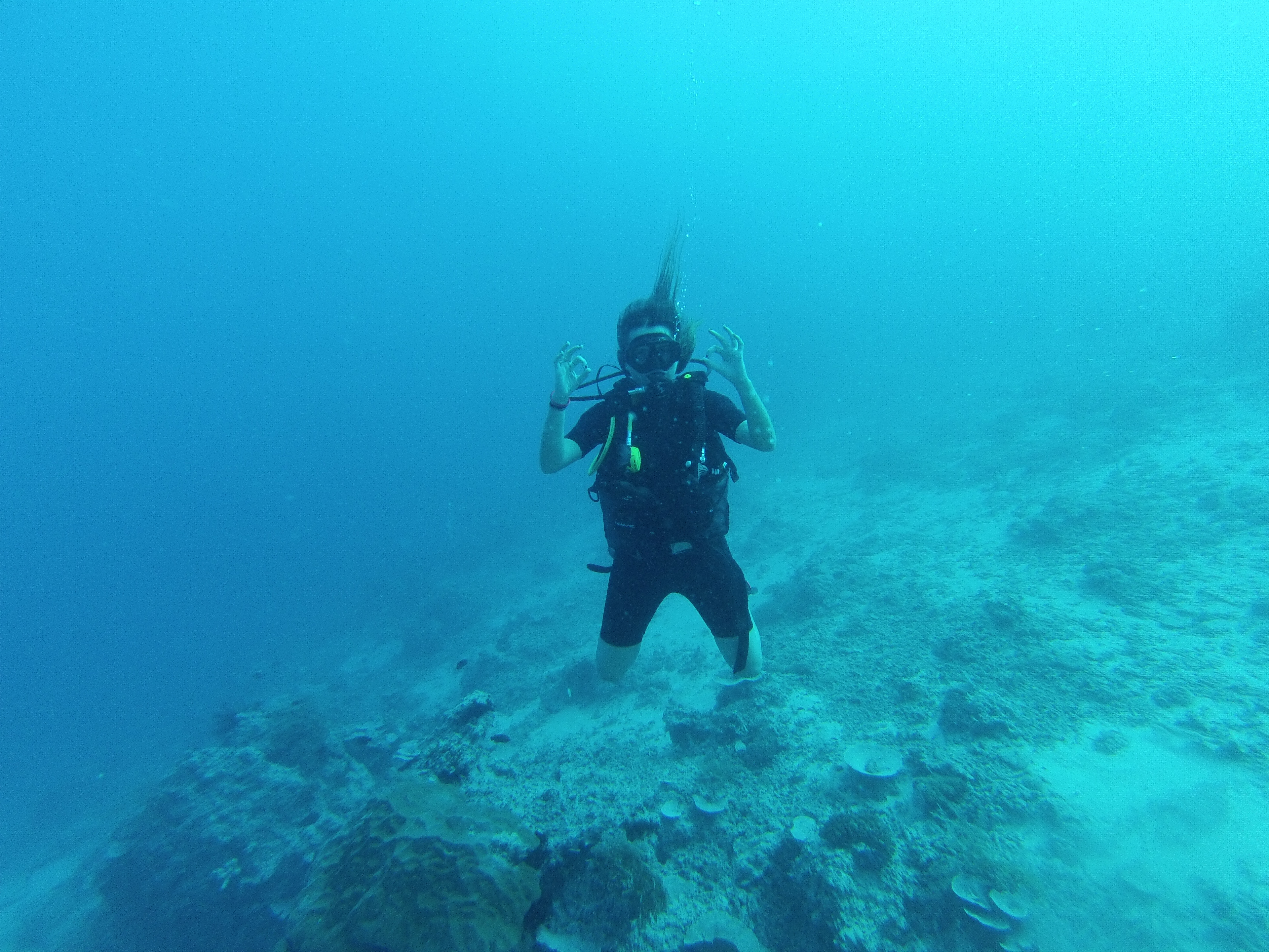 Buceando en las islas Gili. Indonesia.